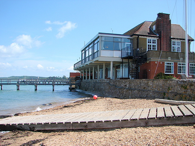 http://images.sailtime.com/bases/uk/lymington/Royal-Solent-Yacht-Club-Yarmouth.jpg